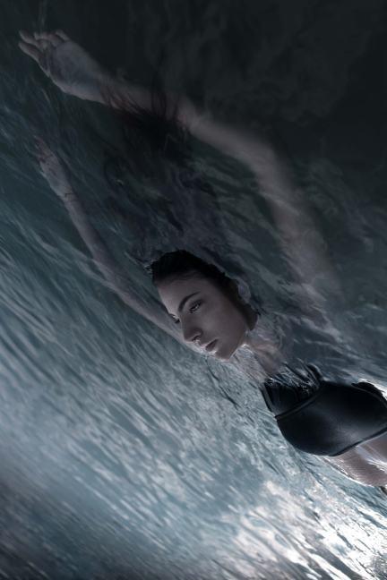 Into the flood Model: Anna Antonello
