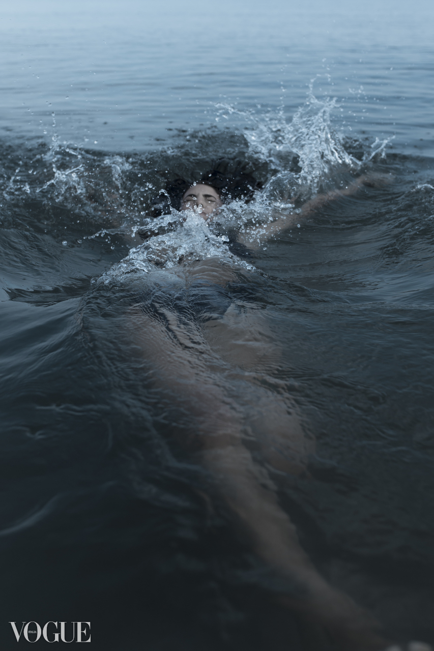 Model falling down in the sea